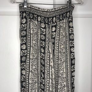 White/black patterned wide leg Abercrombie pants